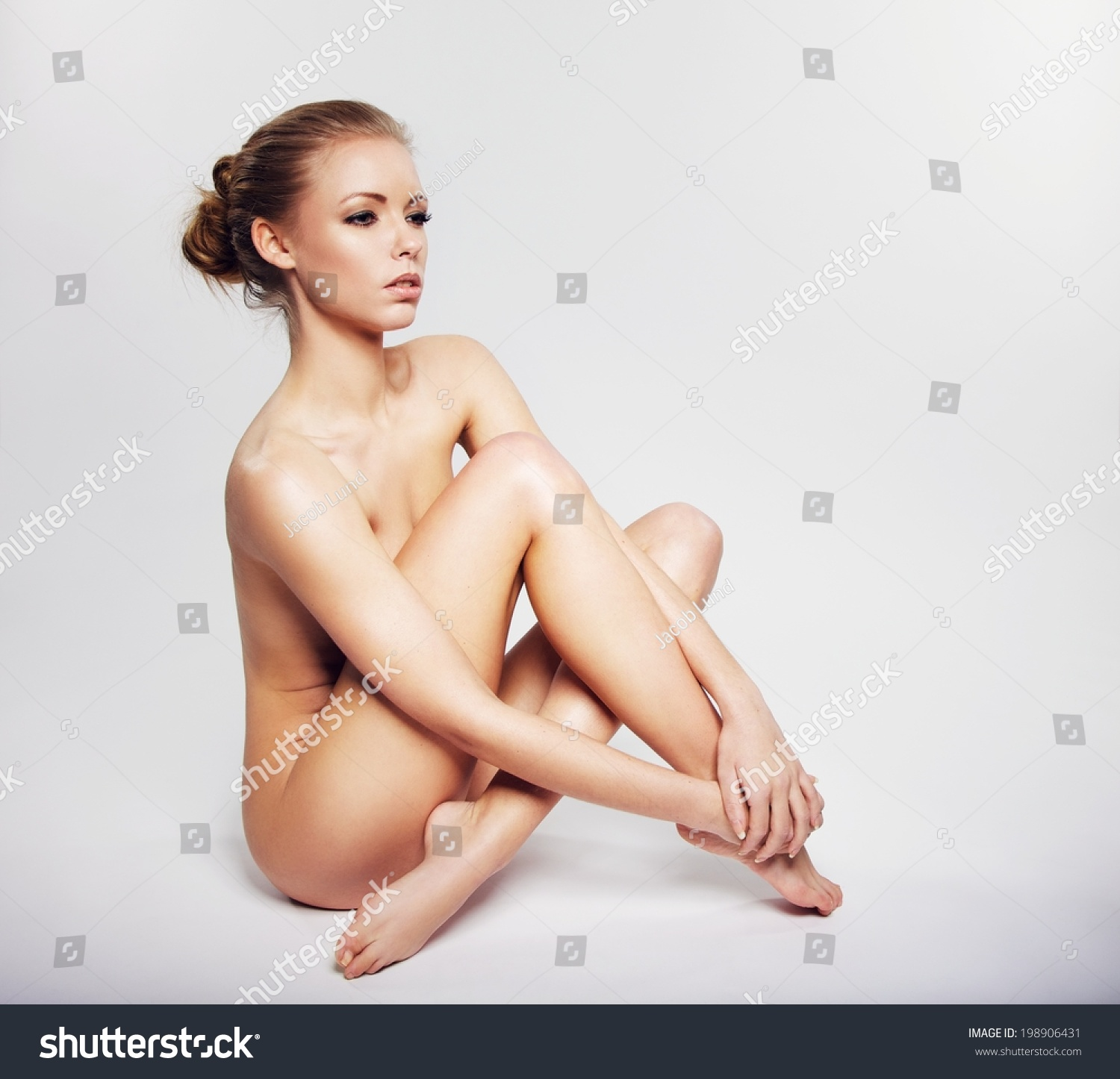 a looking nude model for