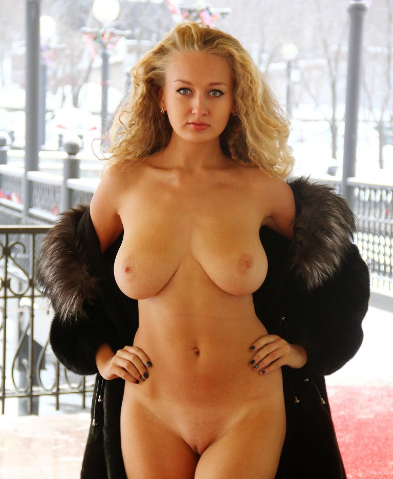 nude hot busty blondes
